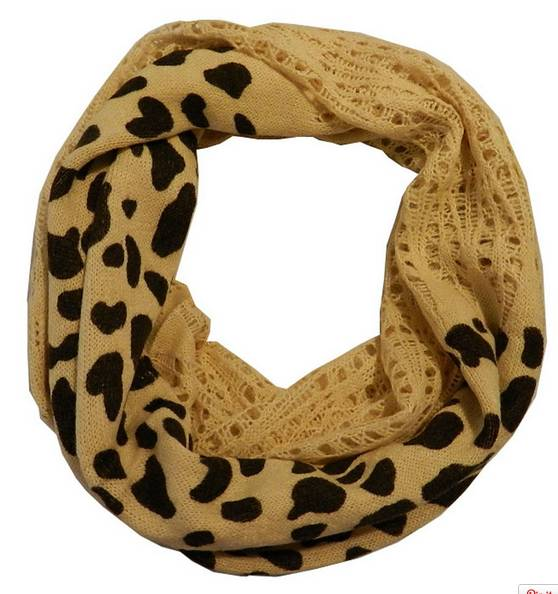 Cozy tube scarves from women